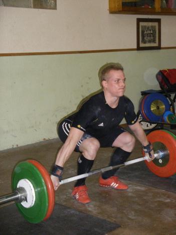 Philipp konzentriert sich auf 105 kg im Reißen